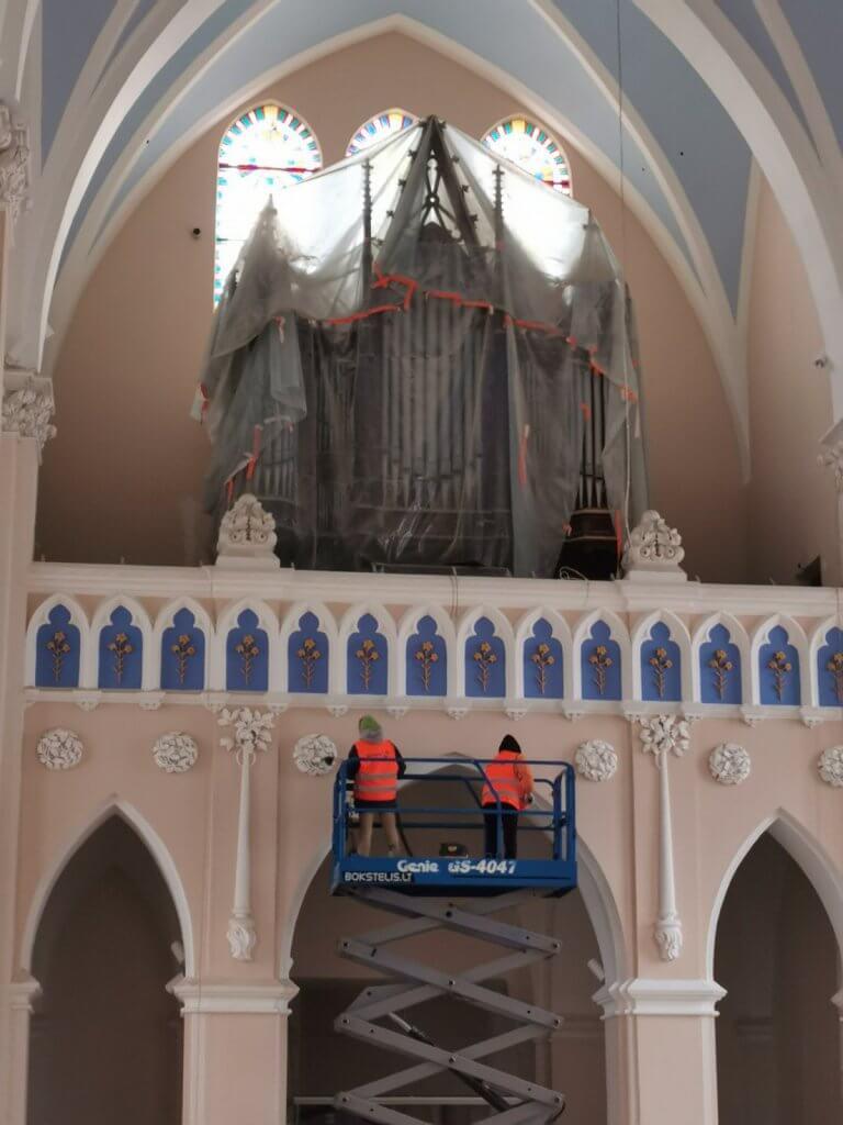 Bažnyčios valymas aukštyje